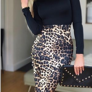 🔥SALE🔥 Bodycon fit midi dress. Animal print.